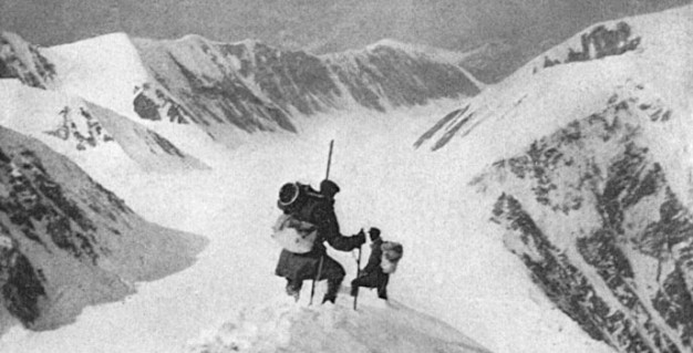 Harry Karstens leads Robert Tatum on Mount McKinley